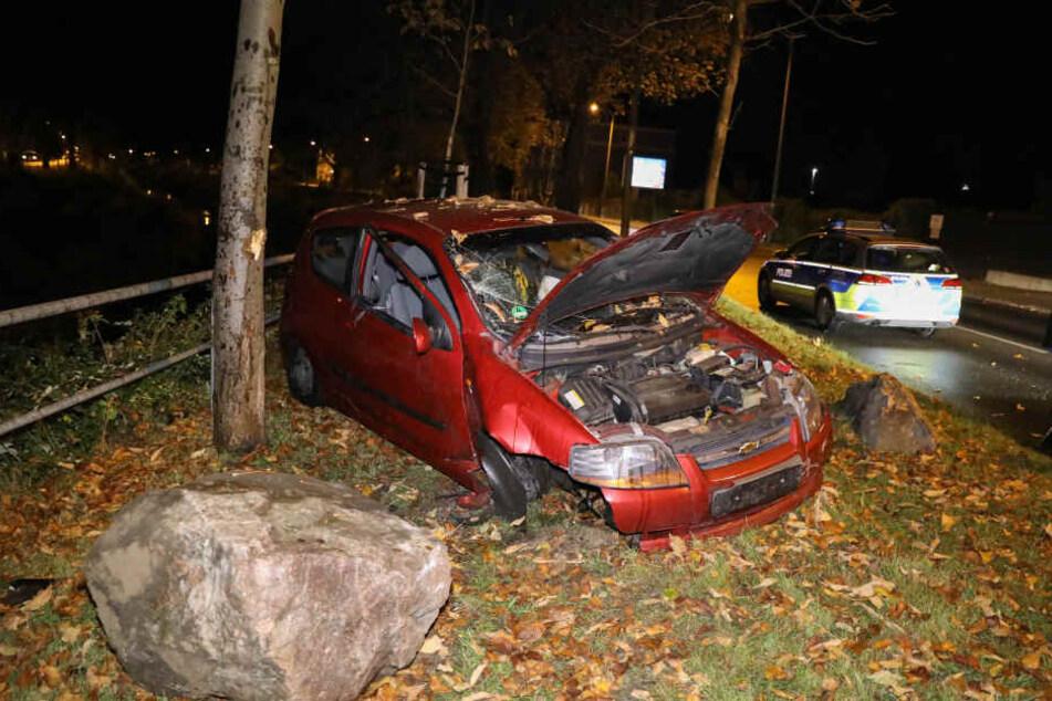 Der Fahrer und seine Beifahrerin wurden leicht verletzt.