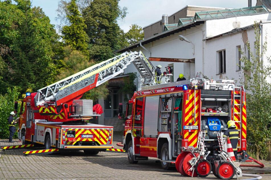 Vogtland: Unbekannte lösen Feuer in leerstehender Industriehalle aus