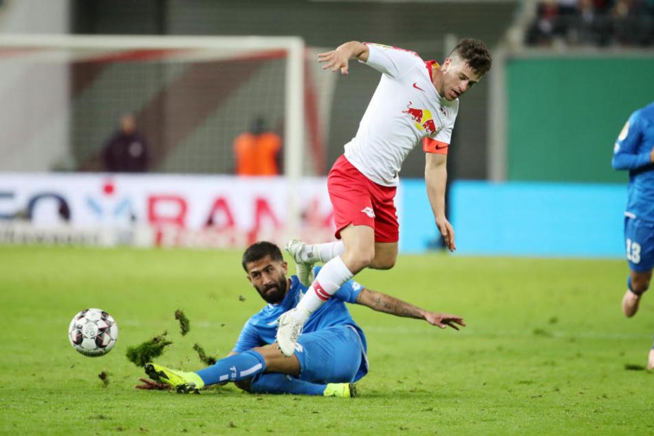 Diego Demme in der Luft: Er gehört zum absoluten Stammpersonal bei RB Leipzig. Geht es nach ihm, ist sein Klub bereit für den Titelgewinn.