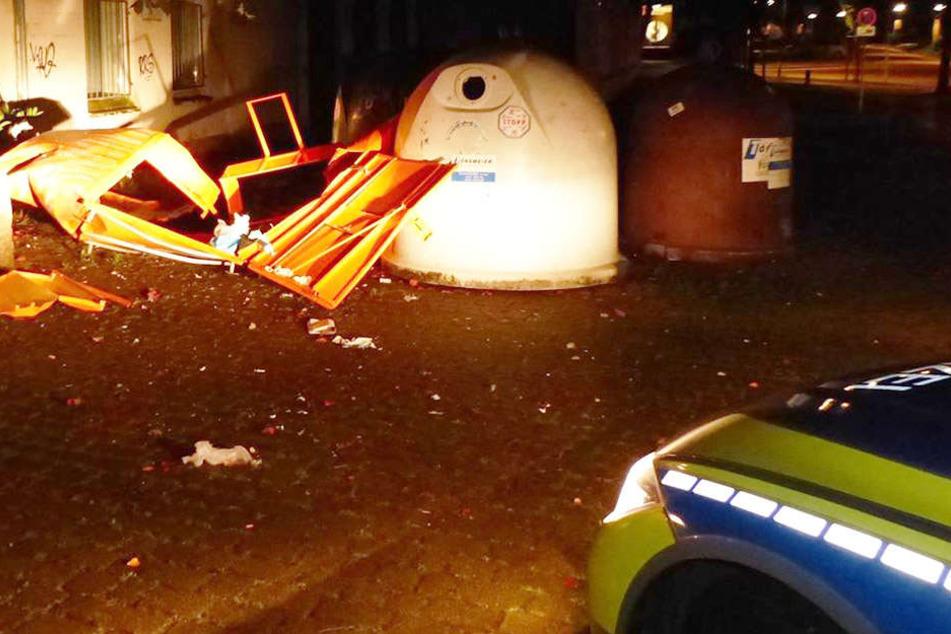 Unbekannte Täter haben am Donnerstagmorgen einen Container gesprengt.