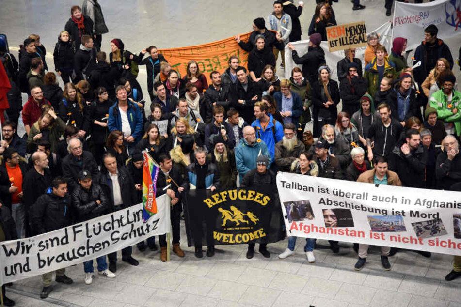 Protestkundgebung der Flüchtlingsinitiativen gegen Sammelabschiebungen nach Afghanistan.