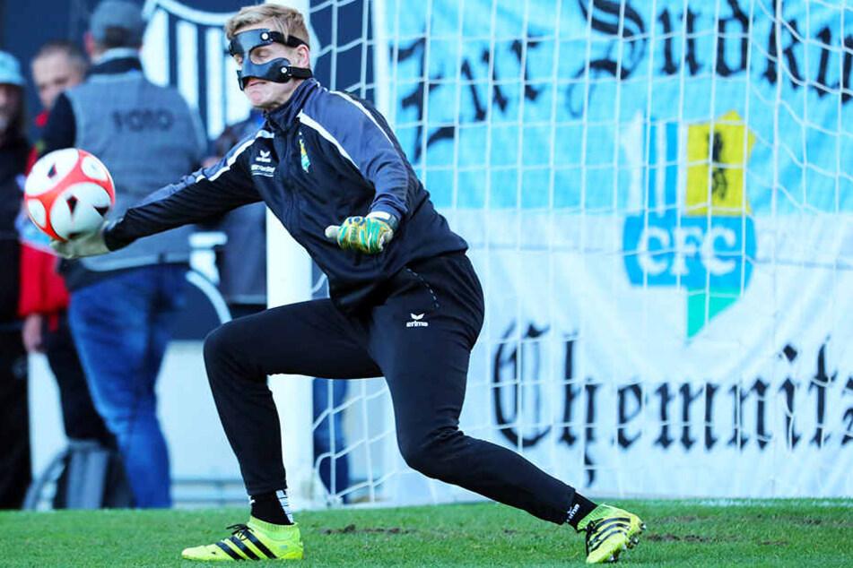 Maskenmann: Nach Zusammenprall mit Kristian Taag brach sich Florian Sowade das Nasenbein.