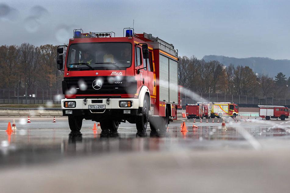 Schlittern auf dem Sachsenring: Beim Bremsen spielt auch die Bereifung der Feuerwehrfahrzeuge eine entscheidende Rolle.
