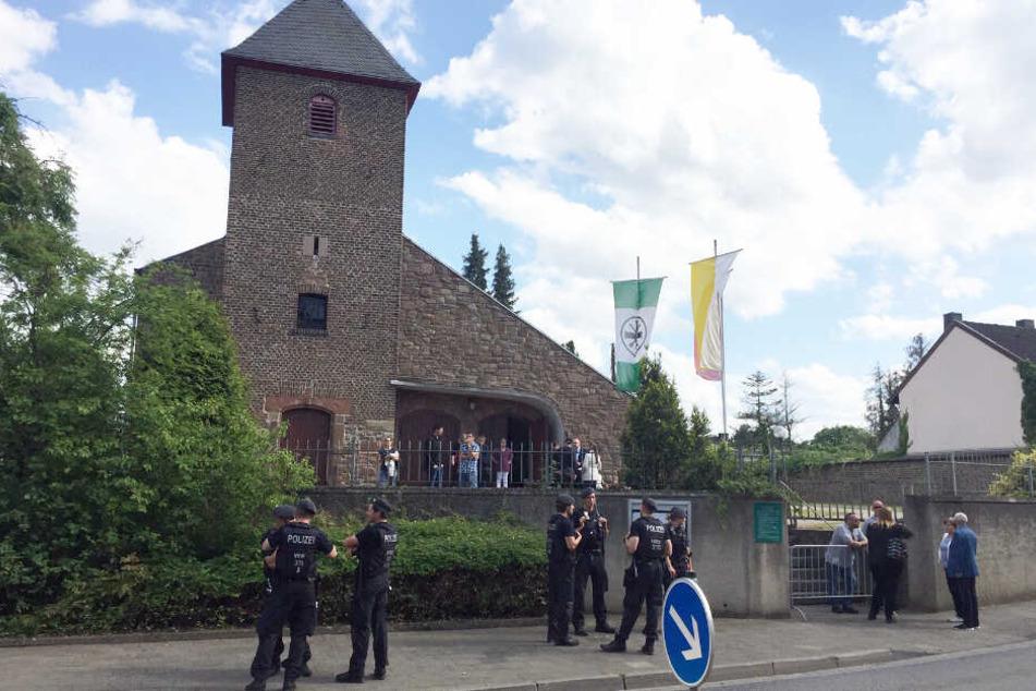 Drei Strafanzeigen bei Abschied von St. Lambertus am Tagebau Hambach