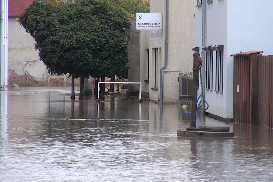 In Harsleben standen einige Straßen auch am Freitagmorgen noch unter Wasser.