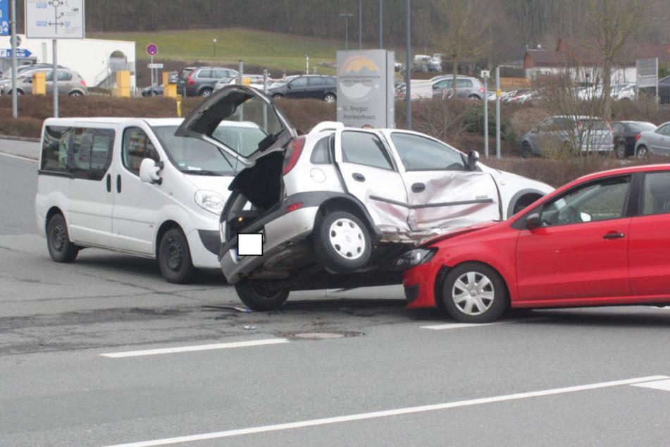 An den Autos entstanden Schäden in Höhe von 8000 Euro.
