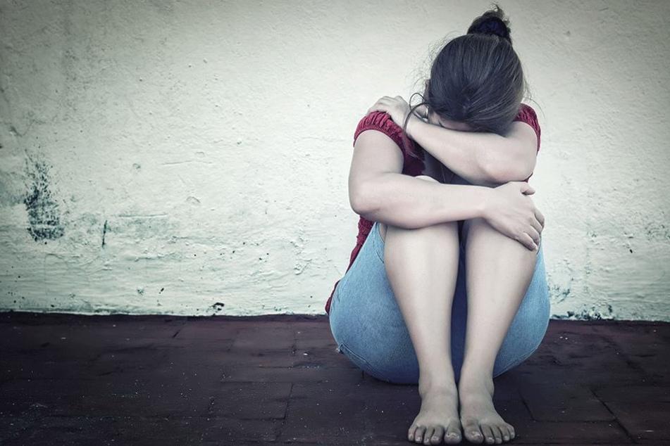 Mutter organisiert Vergewaltigung ihrer eigenen Tochter (16)