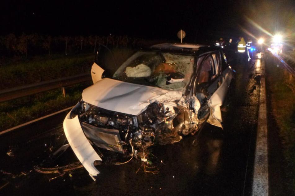 Der gesamte Sachschaden einer Frontalkollision von Auto und Motorrad wird auf 34.000 Euro geschätzt.