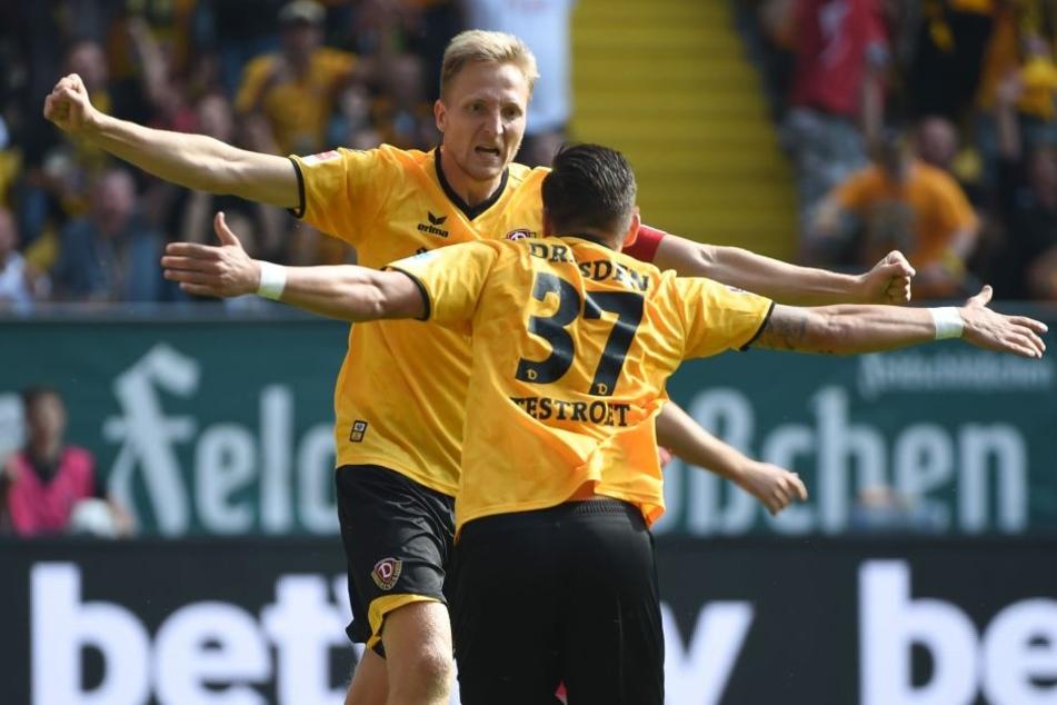 Marco Hartmann und Pascal Testroet bejubeln das 1:0.