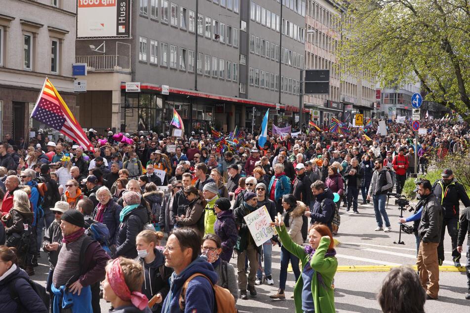 Demonstranten am Samstag in der Stuttgarter Innenstadt.
