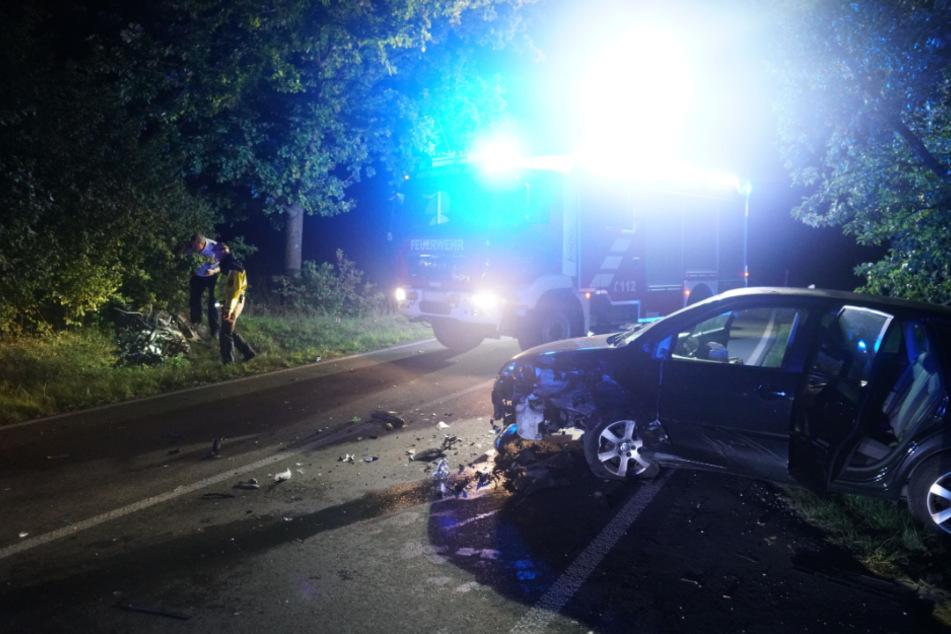 Motorrad bricht nach Frontalcrash auseinander: Fahrer stirbt