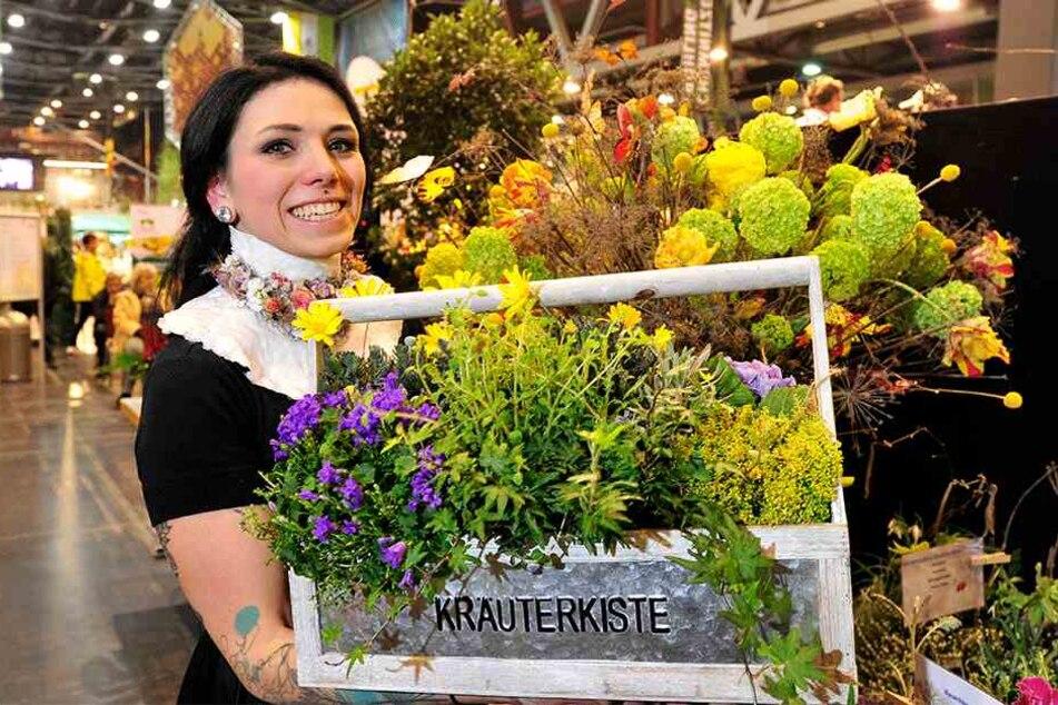 Für Gesteck und Strauß hat Sandra Scharf (29) vom Gartenfachmarkt Richter viele Utensilien auf Lager.