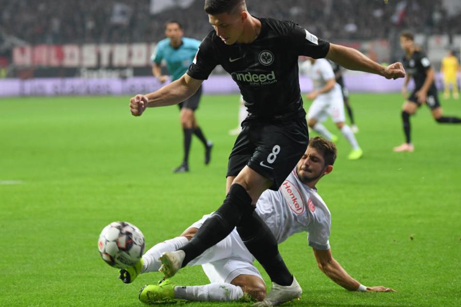 Nur schwer vom Ball zu trennen: Luka Jovic.
