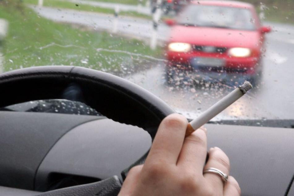 Rauchen im Auto ist besonders schädlich.