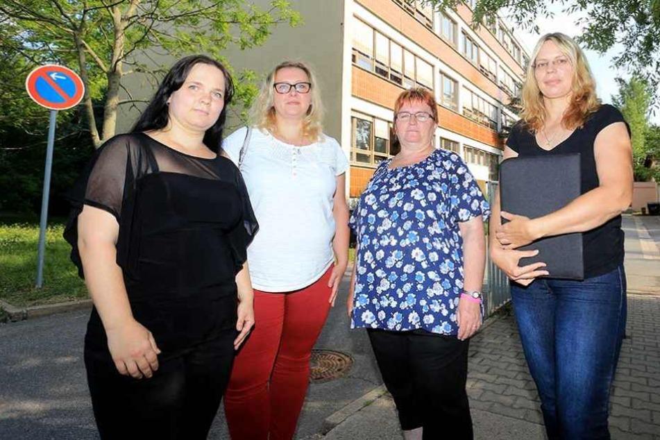 Sie kämpfen für den Erhalt der Schule: Peggy Schumann (Elternrat) Solveig Kempe (CDU), Angela Müller (Linke) und Simone Lippmann (Elternrat).