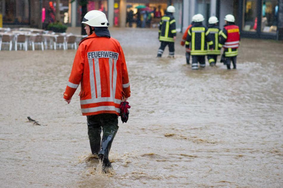 In Hessen kann es am Donnerstag aufgrund von Dauerregen zu Überschwemmungen kommen. (Symbolbild)