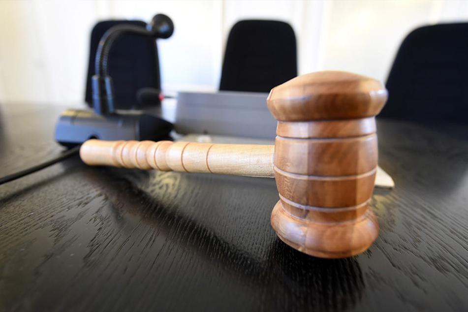 Zwei Jahre und sechs Monate Jugendstrafe lautete das Urteil. (Symbolbild)