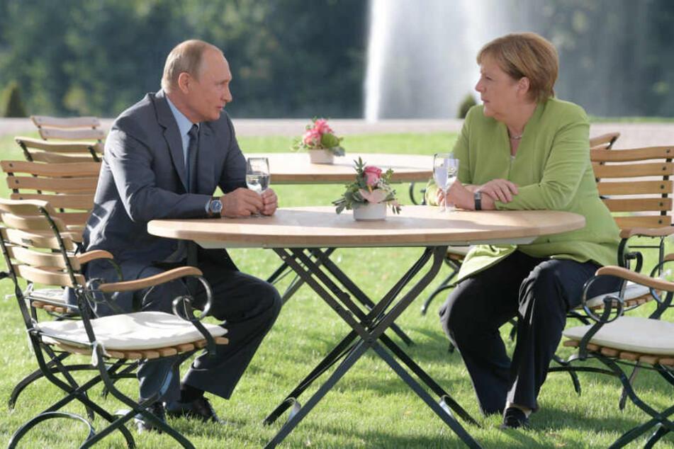 Auf Schloss Meseberg berieten sich Merkel und Putin über drei Stunden.