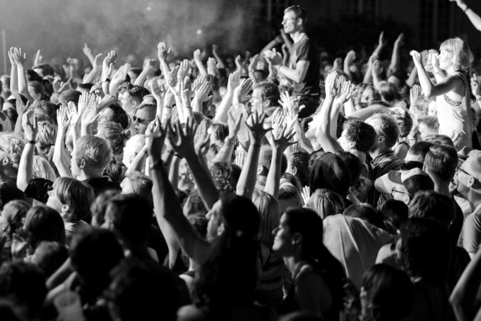 """Highlights des diesjährigen Campusfest: die Indie-Band """"Von Wegen Lisbeth"""" und die Cloud-Rapperin """"Haiyti""""."""