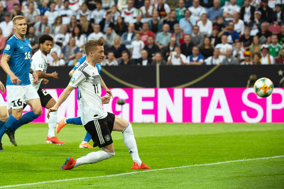 Der frühe Anfang vom Ende für Estland: Marco Reus (r.) trifft für Deutschland zum 1:0.