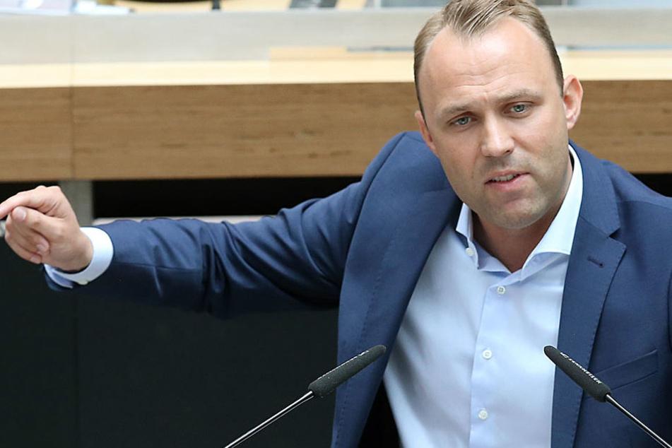 Der Fraktionsvorsitzende der FDP setzt sich für die Offenhaltung des Flughafen ein.