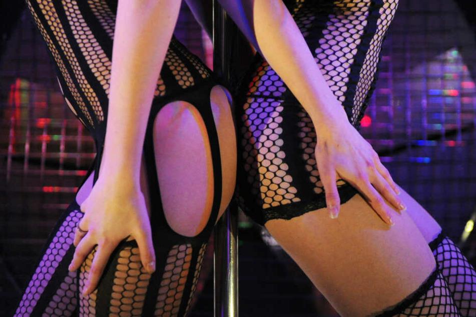 Die Frauen mussten unter andrem für erotische Fotos posieren. (Symbolbild)