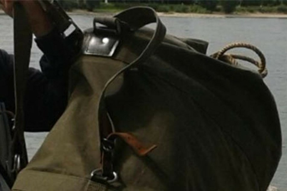Diesen Seesack soll der Täter mit sich herum getragen haben.