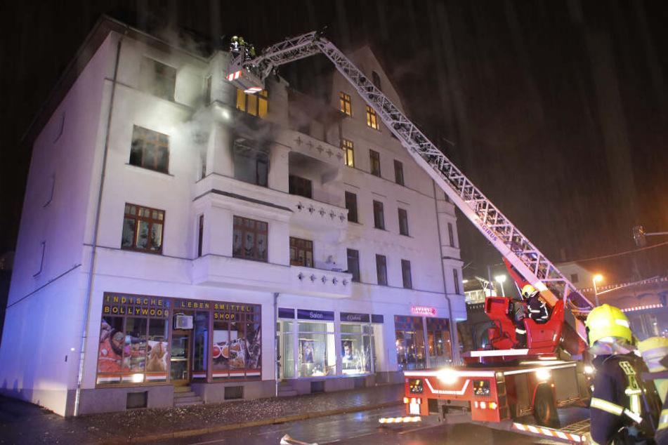 Im zweiten Obergeschoss eines Hauses in der Südbahnstraße war in der Nacht zu Sonntag ein Brand ausgebrochen.