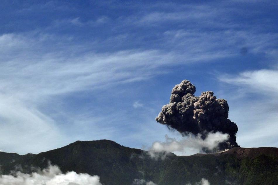 Der Marapi spuckt im Moment Asche in vier Kilometer hoch in den Himmel.