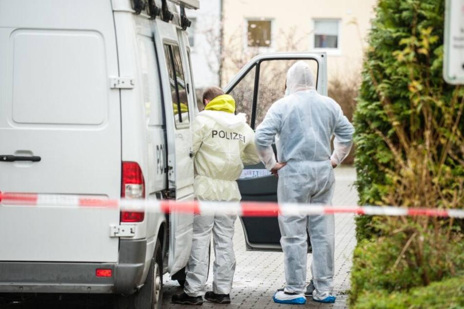 Einsatzkräfte rückten nach der schrecklichen Tat in der Bielefelder Ziegelstraße an.