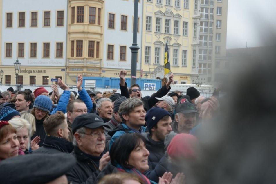 Vor der Frauenkirche kam es am Dienstag zu massiven Protesten.
