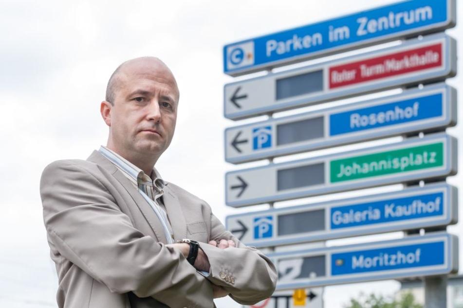 Der Stadtrat will das Parkleitsystem modernisieren. Den Abriss hatte Michael Walther (46, CDU) kritisiert.