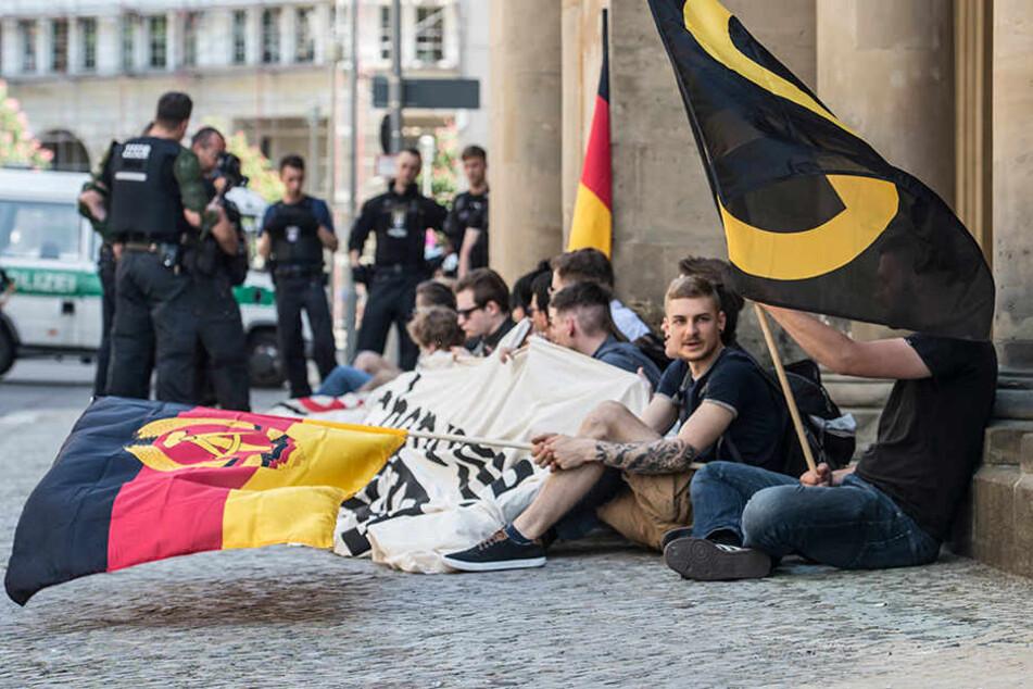 """Anhänger der rechten """"Identitären Bewegung"""" demonstrierten am 19.05. in Berlin vor dem Bundesjustizministerium."""