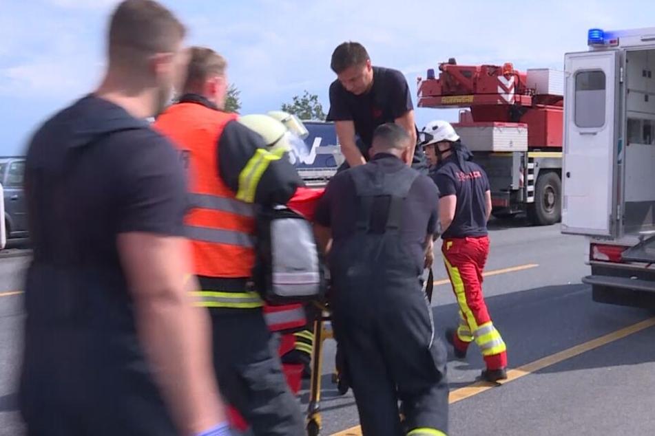 Trucker wird bei tödlichem Unfall-Drama auf Autobahn zum Helden!