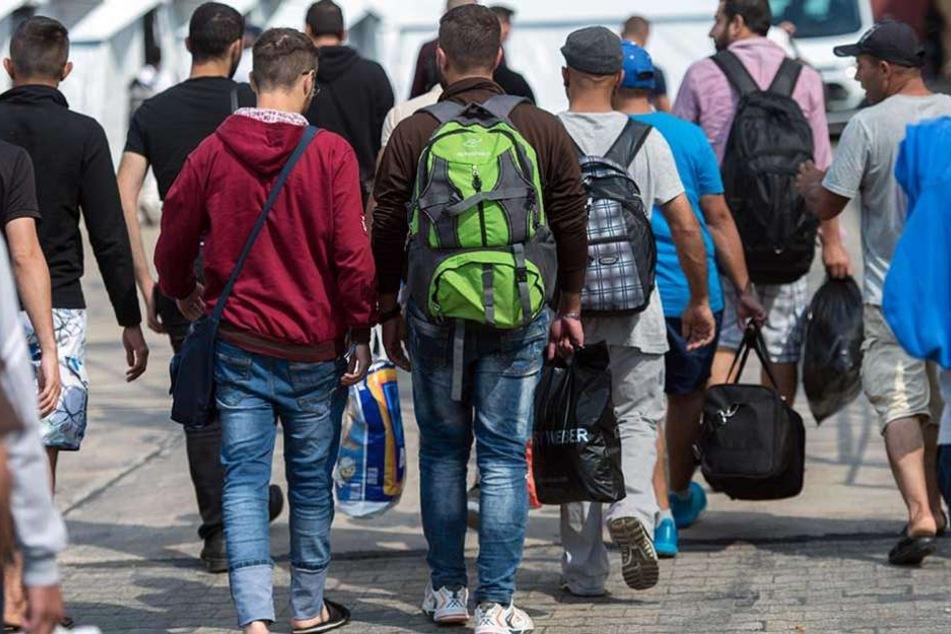 Flüchtlinge sollen angeblich 700 Euro Weihnachtsgeld bekommen.