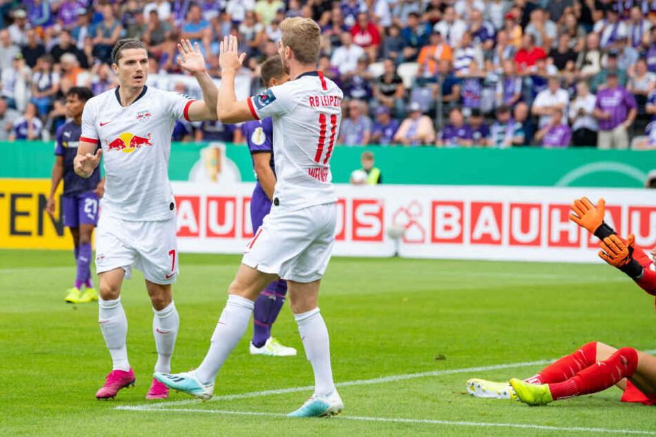 Beim 1:0 für RB ließ Osnabrücks Torhüter Nils Körber (r.) den Ball nach vorn abtropfen, Timo Werner (M.) scheiterte im Nachschuss am Schlussmann, Marcel Sabitzer (l.) machte es besser.
