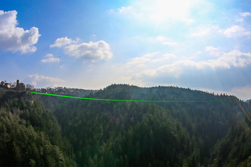 So könnte die bundesweit längste Slackline in dieser Höhe über dem Polenztal aussehen.