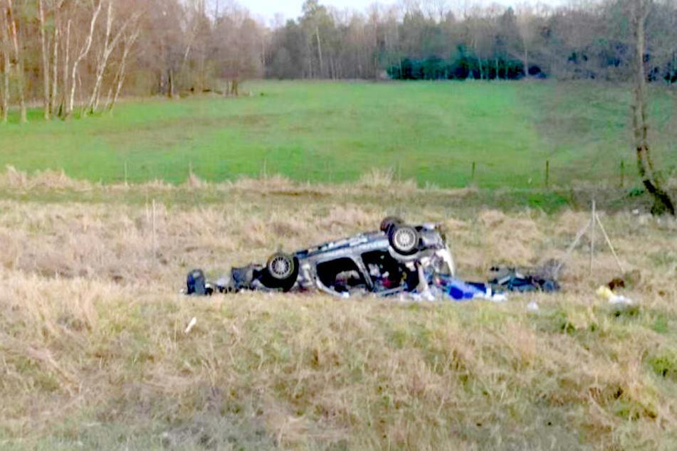 Ein BMW ist von der A2 abgekommen und hat sich überschlagen.