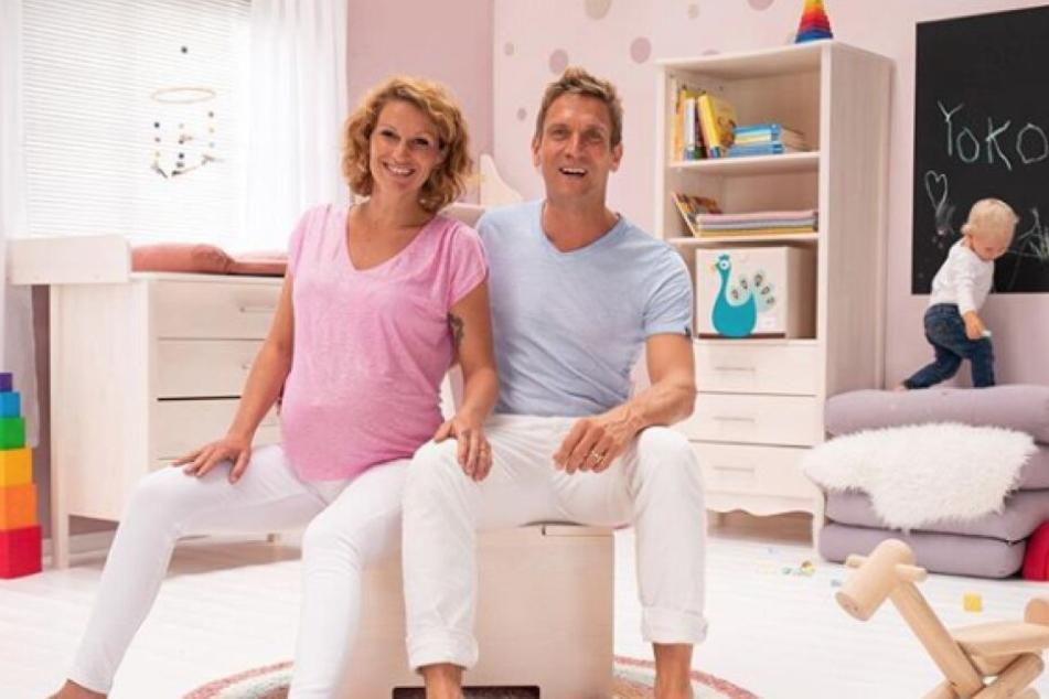 Janni (28) und Peer Kusmagk (44) sind Eltern von zwei Kindern.