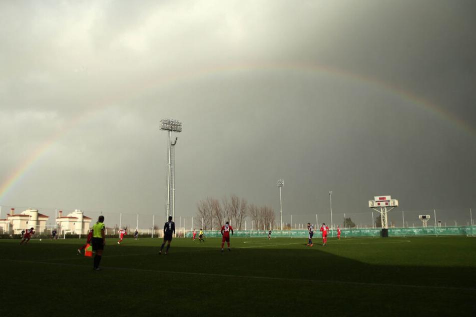 Beim letzten Testspiel in Belek gab es sogar noch einen Regenbogen für die Veilchen.