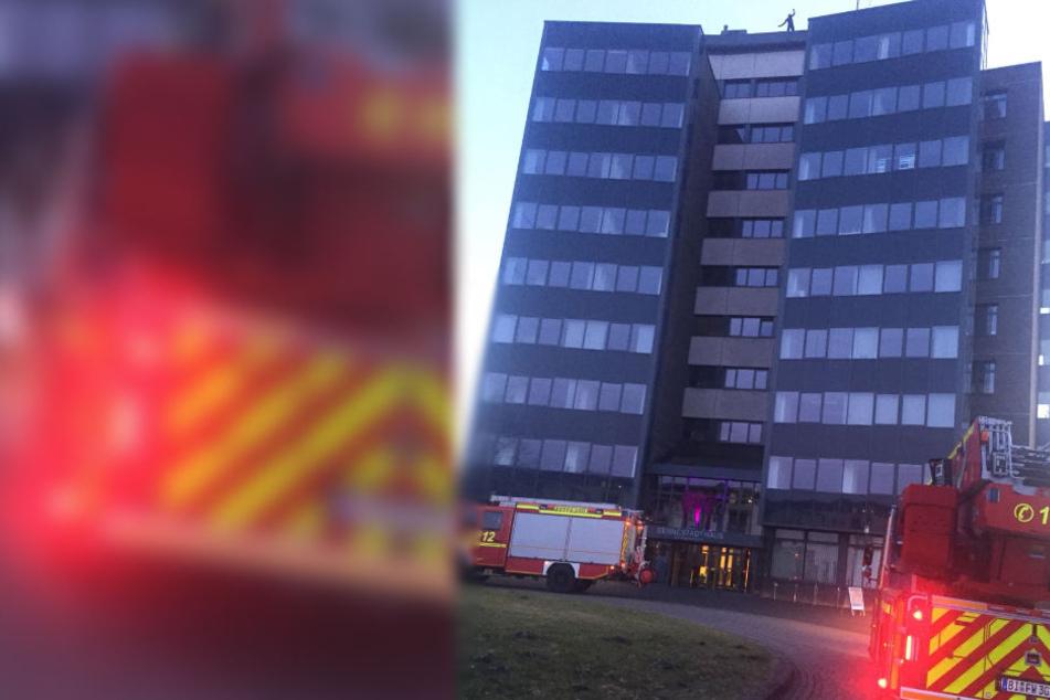 Die Feuerwehr Bielefeld hatte den Brand im Keller schnell im Griff.