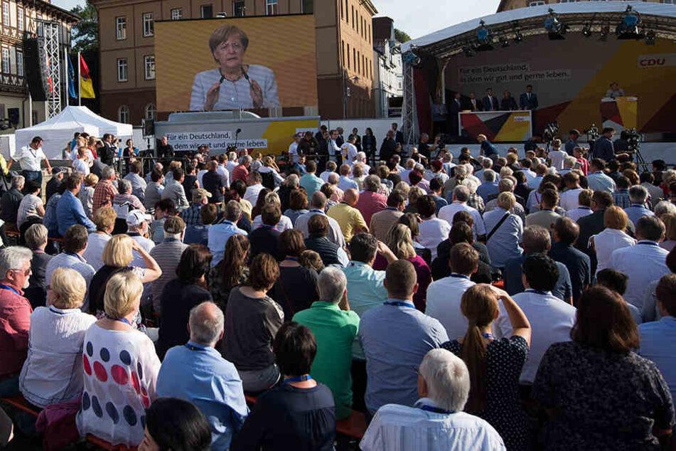 Nach Angaben der CDU kamen am Donnerstag rund 2000 Menschen zum Auftritt von Merkel.