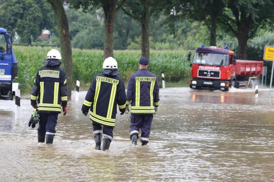 Die Feuerwehr in Hildesheim schlägt Alarm: Das Wasser in der niedersächsischen Domstadt steigt wieder.
