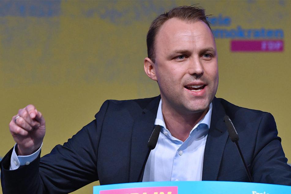 Sebastian Czaja, FDP-Fraktionschef im Berliner Abgeordnetenhaus, redet zum Abschluss des Landesparteitages seiner Partei.