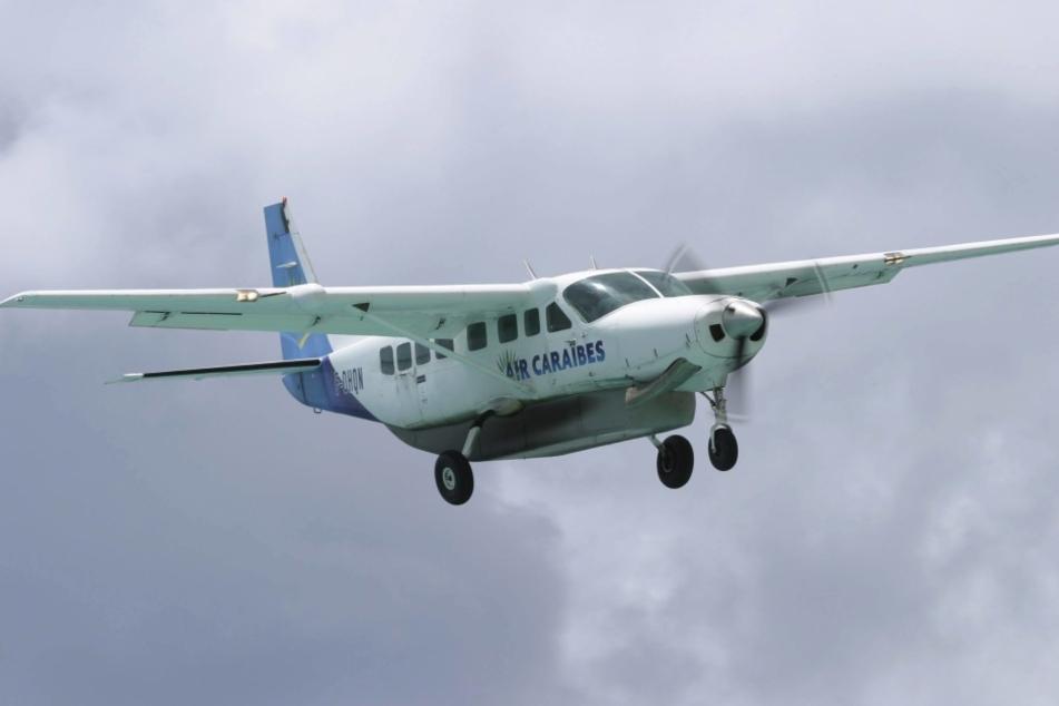Bei einem schlimmen Flugzeugunglück starben 5 Menschen.