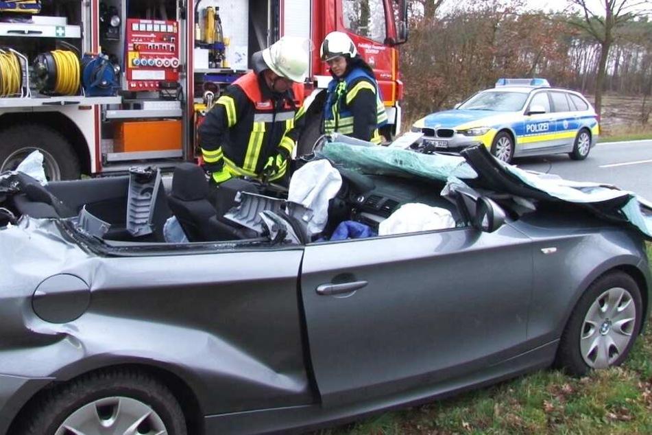 Die Feuerwehr konnte den Mann nur noch Tod aus seinem Auto bergen.