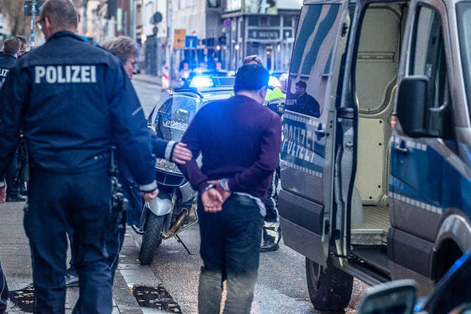 Der Angreifer konnte von der Polizei festgenommen werden.