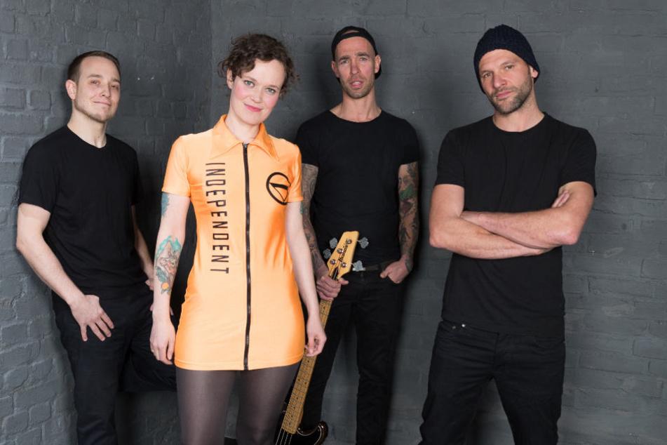 """Liebe Frau Gesangsverein mit Debütalbum """"Nackt"""", Februar 2018."""