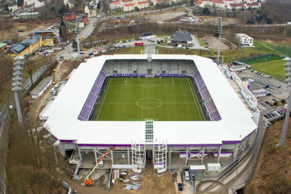 Ein Blick aus der Luft auf das neue Stadion: Im näheren Umfeld gibt es kaum kostenlose Parkplätze. Daher parken einige Fans wild.