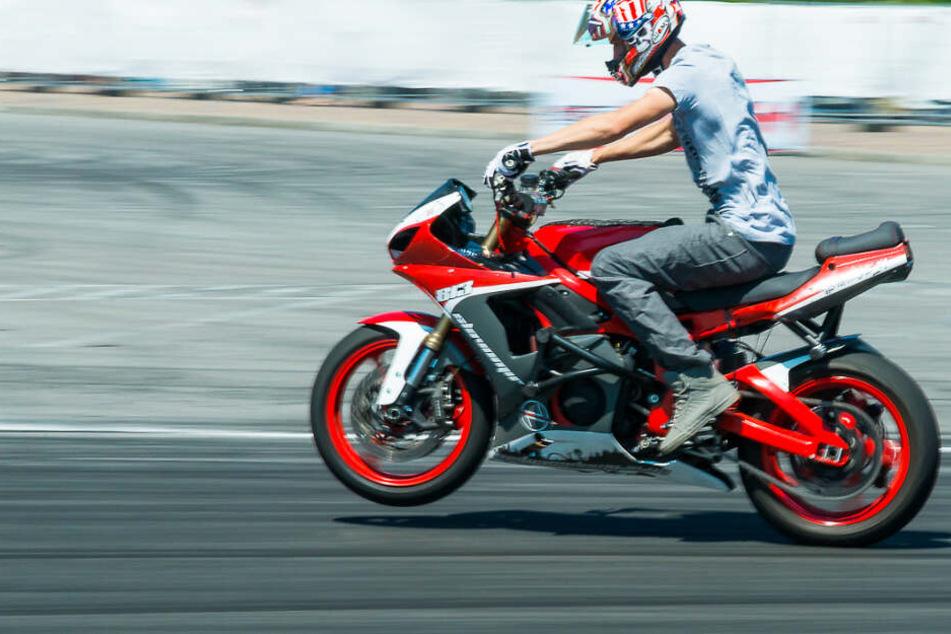 Ein junger Mann hat ein Motorrad gestohlen und damit eine wilde Fahrt hingelegt (Symbolfoto).